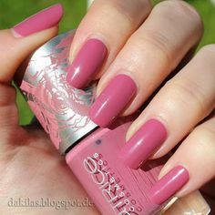 Dakila´s NailBlog - Catrice Eve in Bloom LE - Bed in flowers