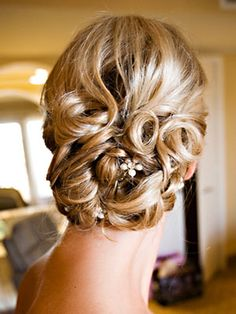Wedding Hairstyles: 25 Hot Wedding HairstylesTheKnot.com - Soo pretty but my hair would fall out in minutes