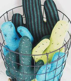Ja hoor, ze gaan gerust nog een seizoen (of twee) mee, de cactustrend weet nog van geen wijken. Je ziet overal cactussen om je heen, sokken met cactussen, tassen met cactussen, slippers met cactussen.