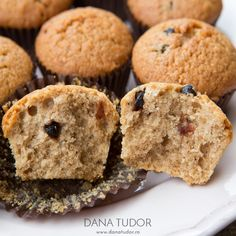 Muffins cu nuci, cafea si scortisoara Mini Muffins, Food Cakes, Matcha, Cake Recipes, Cupcakes, Cookies, Tudor, Breakfast, Sweet