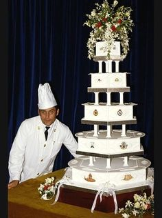 """royals-and-quotes: """"Royal Wedding Cake - Prince Charles and Lady Diana Spencer The couple's official cake was prepared by chef David Avery of the Royal Naval Cookery School. Prince Charles Et Diana, Prince Charles Wedding, Charles And Diana Wedding, Princess Diana Wedding, Royal Cakes, Retro Wedding Cakes, Prinz William, Royal Icing Decorations, Diane"""