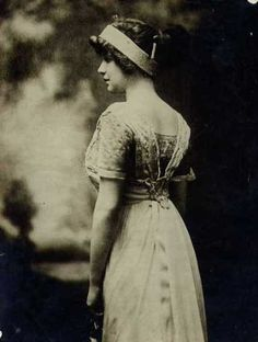 Madeleine Astor, back of.