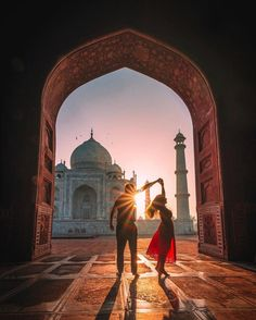 The best Hotels and Resorts are at the Hurb Travel Agency. Go travel! Taj Mahal, Couple Photography, Travel Photography, Bali, Amazing India, Travel Couple, Girl Travel, Travel Goals, India Travel