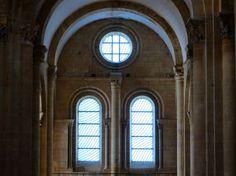 Les vitraux de Pierre Soulages à l'abbatiale de Conques, Aveyron