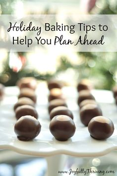 Holiday Baking Tips to Help You Plan Ahead - Want to be more organized this Christmas? Start your holiday baking early with these 5 holiday baking tips. Christmas Desserts, Holiday Treats, Christmas Treats, Christmas Cookies, Holiday Recipes, Christmas Recipes, Merry Christmas, Holiday Gifts, Christmas Preparation