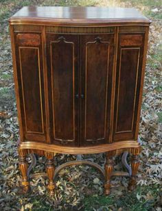 A George III Style Mahogany Corner Cabinet. | Fine Furnishings ...
