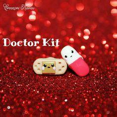 Doctor Kit Polymer Clay Stud Earrings di CreazioniKawaiiShop