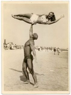 These are interesting vintage photos of American muscle men at the beaches from between the 1930s and 1950s.