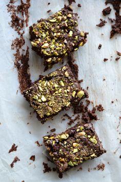 Dark Chocolate & Pistachios VEGAN brownies | A Cozinha da Ovelha Negra
