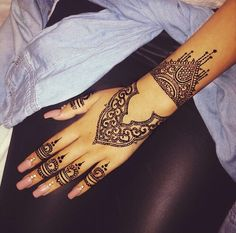 Image de henna, nails, and tattoo