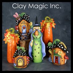 I need this witch to complete this set. Be cute for Halloween Polymer Clay Kunst, Fimo Clay, Polymer Clay Projects, Polymer Clay Creations, Ceramic Clay, Ceramic Bisque, Polymer Clay Halloween, Halloween Kostüm, Clay Fairy House