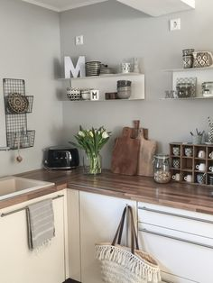 Did you know that vinyl comes in maple? Kitchen Flooring, Interior, Old Kitchen, Kitchen Makeover, Kitchen Decor, Home Kitchens, Interior Inspo, Nordic Living, Kitchen Design