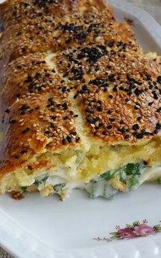 Share the cheese roll recipe that is a great flavor with you … – Recipes Fatayer, Gozleme, Breakfast Items, Vegan Breakfast, Cheese Roll Recipe, Best Food Ever, Turkish Recipes, Food Facts, Rolls Recipe