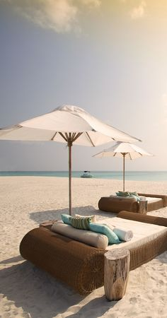 Kanuhura, Maldives - cool idea, but, does the bed come with a body guard so nobody steals your stuff whilst you are napping on the beach? Dream Vacations, Vacation Spots, Parasols, Villa, I Love The Beach, Laying On The Beach, Coastal Living, Resort Spa, Beautiful Beaches