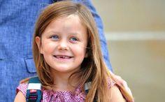 Acht jaar en ze doet het toch maar: prinses Isabella doopt een ferry.