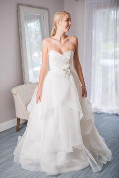 Paloma Blanca 4465 Wedding Dress For Rental Or Sale Through Borrowing Magnolia Try Wedding Dresses Onlinedesigner