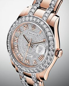 The Rolex Pearlmaster 39 in 18 ct Everose gold with a dial paved with 713 diamonds.