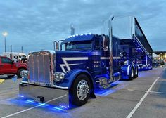 — Peterbilt custom 379 with matchin dump light show