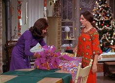 mary tyler moore show Christmas episodes | 55 Days of Vintage Christmas* - Mary Tyler Moore Christmas Episode Christmas Tv Shows, Christmas Episodes, Christmas Past, Christmas Holidays, Xmas, Christmas Ideas, Vintage Christmas Photos, Christmas Pictures, Mary Tyler Moore Show