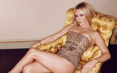 Official Amanda Holden Website