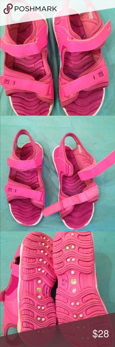 SPERRY Topsider Wave Rider Sz 1 girls sandal SPERRY Topsider Wave Rider girls Sz 1 sandal w/ 2 Velcro closures. Decidedly pink! Very good used condition. Sperry Top-Sider Shoes Sandals & Flip Flops
