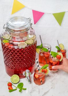 Wine Drinks, Cocktail Drinks, Cocktail Recipes, Beverages, Cocktails, Lime Recipes, Diy Bar, Elderflower, My Glass