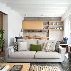 Descansar un rato o echarse las siesta, ver la tv o leer un libro… lo importante de un sofá es estar bien diseñado y poseer una belleza perdurable que lo conviertan en la pieza clave del hogar. La firma @joquer_bcn , lo consigue diseño tras diseño, sencillez y sensibilidad en cada modelo, que lo hacen irresistible para disfrutar de cada momento de intimidad y descanso. ✨ · · · #DomésticoShop #design #interiordesign #diseño #diseñointerior #love #pursuepretty #interiorarchitecture #happy…