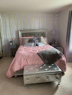 Teen Bedroom Colors, Bedroom Decor For Teen Girls, Room Design Bedroom, Bedroom Layouts, Room Ideas Bedroom, Small Room Bedroom, Rooms Home Decor, Fashionista Bedroom, Bling Bedroom
