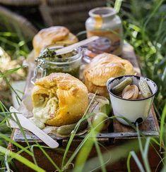 Camembert & pesto pies | Camembert-en-pesto-broodpasteitjies #cheese #pesto #pies Pie Recipes, Pesto, Potato Salad, Food To Make, Side Dishes, Picnic, Yummy Food, Baking, Healthy