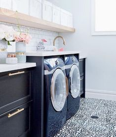 Pulling inspiration for a laundry room redo and this is one of my favorites. 💙 Also this weekend sales picks are up on Beckiowens.com. Design @thecuratedhouse