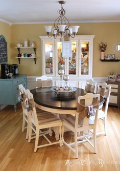 My Holiday Home Tour � How to Decorate on a Budget {Part 2} 2013. Dining Room. Lovely~