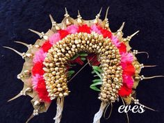 14 Flower Designs To Complete Your Bridal Hairstyle! Indian Bridal Hairstyles, Wedding Hairstyles, Hair Decorations, Wedding Decorations, Wedding Gifts For Guests, Bead Store, Bridal Flowers, Mehndi Designs, Flower Designs