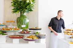buffet setup/ leaf in vase Photography Portfolio, Food Photography, Buffet Tables, Oikawa, Wedding Ideas, Vase, Foods, Snacks, Decorating