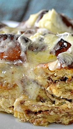 This Cinnamon Roll Bread Pudding is this BEST and can be put together in a matter of minutes. I ordered my cinnamon rolls from my grocery s Pudding Desserts, Köstliche Desserts, Pudding Recipes, Delicious Desserts, Yummy Food, Custard Desserts, Health Desserts, Sauce Recipes, Bread Recipes