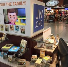 JW booth at a mall in Florida.   http://MinistryIdeaz.com