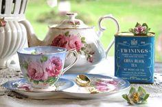 Love the tea set Cuppa Tea, Fun Cup, Coffee Set, Chocolate Pots, My Tea, High Tea, Afternoon Tea, A Table, Tea Time