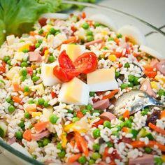 Salade de riz complète À faire sans saucisses et avec des petits pois surgelés