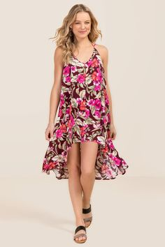 Amina Floral Maxi Dress- Wine model