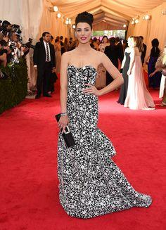 Met Gala 2014,Vogue Daily — Jessica Paré in a Michael Kors dress and Roger Vivier bag