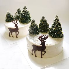 Marie Troitskis sublime chocolate worlds on mirror glaze cakes Christmas Cake Designs, Christmas Cake Decorations, Christmas Cupcakes, Christmas Sweets, Holiday Cakes, Christmas Baking, Sublime Chocolate, Reindeer Cakes, Mirror Glaze Cake