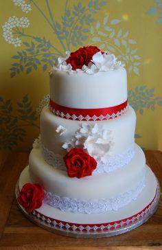 Vintage style  wedding cake[ red  roses }