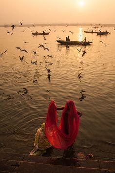 River Ganges, Varanasi, India ❉ღϠ₡ღ✻↞❁✦彡●⊱❊⊰✦❁ ڿڰۣ❁ ℓα-ℓα-ℓα вσηηє νιє ♡༺✿༻♡·✳︎· ❀‿ ❀ ·✳︎· TH Sep 2016 ✨ gυяυ ✤ॐ ✧⚜✧ ❦♥⭐♢∘❃♦♡❊ нανє α ηι¢є ∂αу ❊ღ༺✿༻✨♥♫ ~*~ ♪ ♥✫❁✦⊱❊⊰●彡✦❁↠ ஜℓvஜ Varanasi, Yoga Inspiration, Travel Inspiration, Yoga Studio Design, Mother India, Amazing India, Foto Art, What A Wonderful World, India Travel
