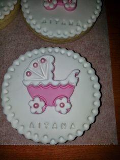 Estas galletas decoradas con fondant las hice para el bautizo de Aitana.  Así es como me quedaron:                                    ...