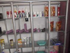 Estante com Canos de PVC: Confira o Passo-a-passo e Ideias de DIY Fáceis Shelving, Lockers, Locker Storage, Cabinet, Furniture, Home Decor, Blog, Closet, Living Room Designs