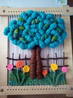 Resultado de imagen para como armar un telar con un marco de madera Tablet Weaving, Weaving Art, Weaving Patterns, Tapestry Weaving, Loom Weaving, Yarn Crafts, Sewing Crafts, Diy And Crafts, Weaving Wall Hanging
