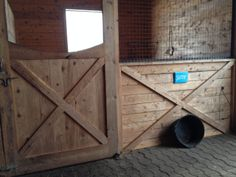 Nice, clean barn (from Equinotes ``The Zen of Mucking Out``)