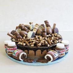 Daca esti mare iubitor de ciocolata, in toate formele ei, atunci cu singuranta acest tort personalizat este cea mai potrivita alegere. O nebunie de arome si forme, un tort ce poate avea compozitie diferita fata de ce se vede la exterior. Alege sa iti surprinzi invitatii cu un tort deosebit. Birthday Cake, Desserts, Food, Tailgate Desserts, Deserts, Birthday Cakes, Essen, Postres, Meals