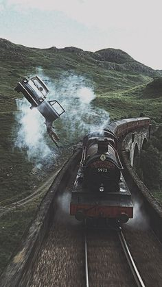 15 Fondos de pantalla inspirados en Harry Potter para llenar de magia tu celular Hogwarts Express traveling at full speed through England and as your [. Harry Potter Tumblr, Estilo Harry Potter, Images Harry Potter, Arte Do Harry Potter, Theme Harry Potter, Harry Potter Films, Harry Potter Universal, Harry Potter Fandom, Harry Potter Hogwarts