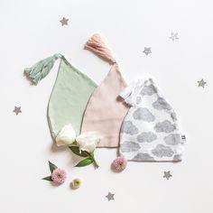 Les adorables bonnets de naissance Moumout ♡ Le froid revient... pensez à protéger vos bébés avec ces merveilles. 3 couleurs sont disponibles sur Petit Sixième ! . . #bebe #baby #linge #cadeaudenaissance #cadeaunaissance #moumout #mymoumout #petitsixieme