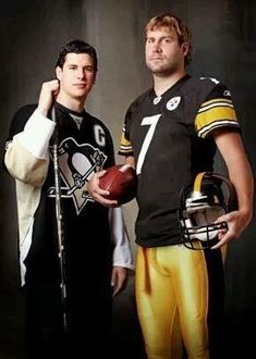 Ben Roethlisberger and Sidney Crosby, opposites in every way, Ben is a beast.Sid is a bitch.Ben plays hurt, Sid gets a runny nose out 2 weeks with concussion like symptoms Steelers Meme, Pittsburgh Steelers Football, Pittsburgh Sports, Chicago Blackhawks, Steelers Pics, Pittsburgh Skyline, Football Team, Sidney Crosby, Hockey Teams